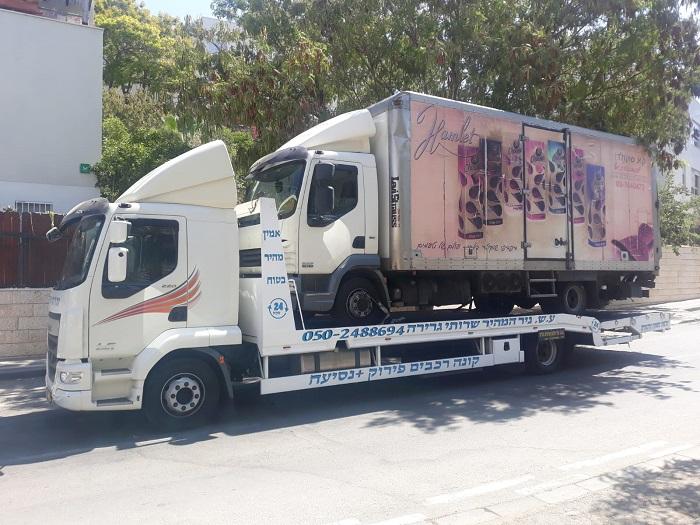 קונה רכבים לפירוק מעמיס משאית